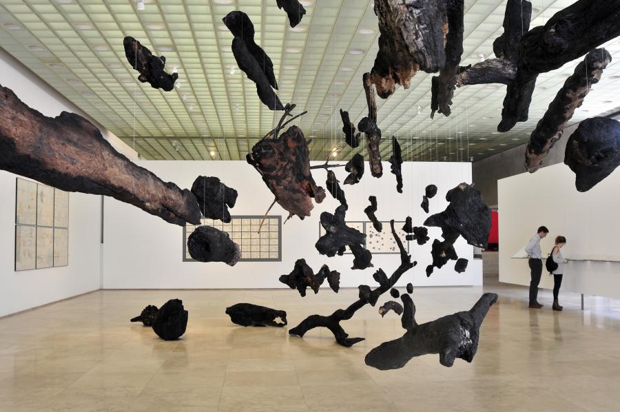 """Vista de la exposición """"Factor Viento"""", de Alicia Villarreal, en la Galería Patricia Ready, Santiago de Chile, 2018. Foto: Vinka Quintana"""