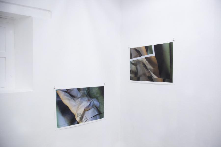 """Vista de la exposición """"Corte/Crudo"""", de Florencia Alvarado, en Aramauca, San Cristóbal de Las Casas, Chiapas. México, 2018. Foto: Liliana Huerta"""