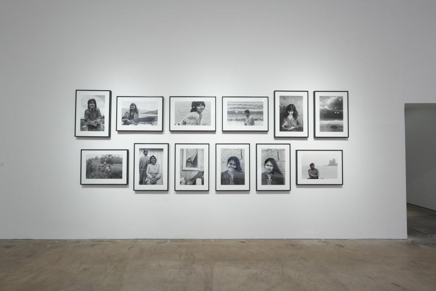 Paz Errázuriz, de la serie Los Nómadas del mar, 1996, impresiones digitales a partir de fotografías analógicas, 50 x 60 cm c/u. Cortesía de la artista. SITElines 2018. Site Santa Fe, Nuevo México, EEUU. Foto: Eric Swanson