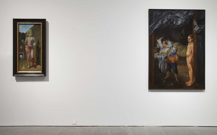 """Vista de la exposición """"Dorothea Tanning. Detrás de la puerta, invisible, otra puerta"""", en el Museo Reina Sofía, Madrid, 2018. Foto: Archivo fotográfico del Museo Reina Sofía"""