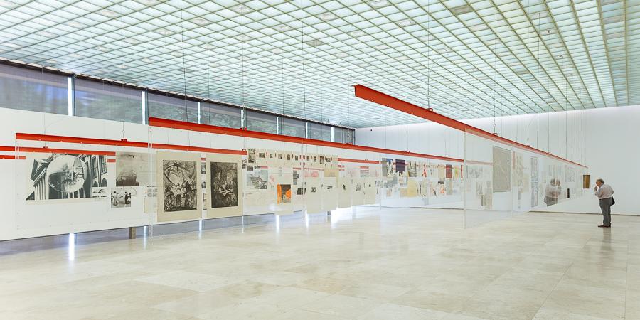 """Vista de la exposición """"Cloud'68 – Papeles y voces"""", en la Galería Patricia Ready, Santiago. Foto: Felipe Ugalde"""