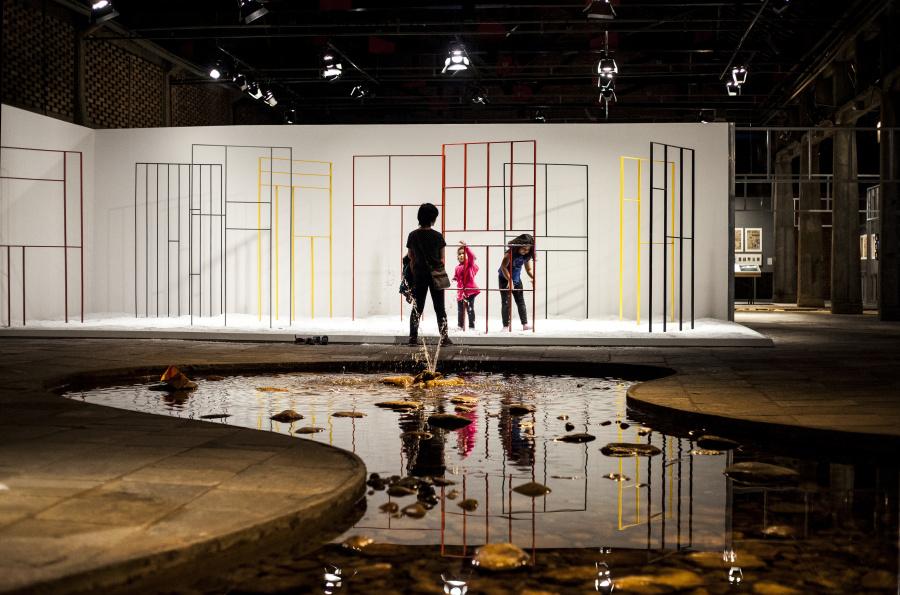 """Vista de la exposición """"Arte-Veículo"""", en el SESC Pompeia, São Paulo, Brasil, 2018. Foto: Ricardo Ferreira"""