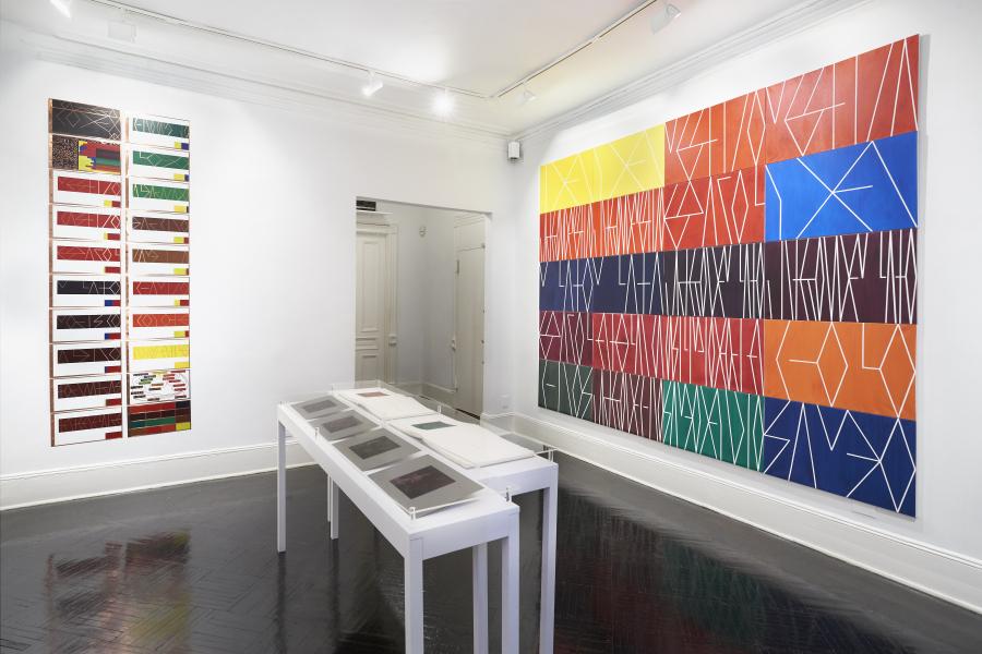 """Vista de la exposición """"The Genealogy of Color (La genealogía del color)"""", de Emilia Azcárate, en Henrique Faria Fine Art, Nueva York, 2018. Cortesía de la galería"""
