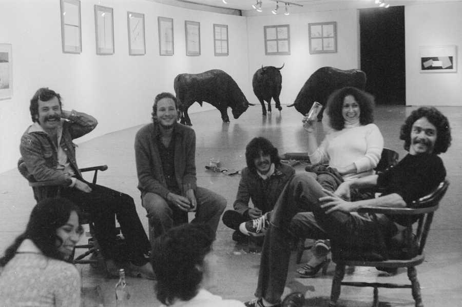 Cristina Franco, Eduardo Serrano, Geo Ripley, Rafael Echeverri, Sandra Isabel Llano y Jorge Ortiz durante el montaje del IV Salón Atenas, 1978. Foto: O. Monsalve