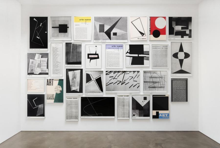Fernando Bryce, Arte Nuevo, 2015, 28 serigrafías de dimensiones variables. Medidas del conjunto: 485 cm x 304.8 cm. Foto: Joerg Lohse.