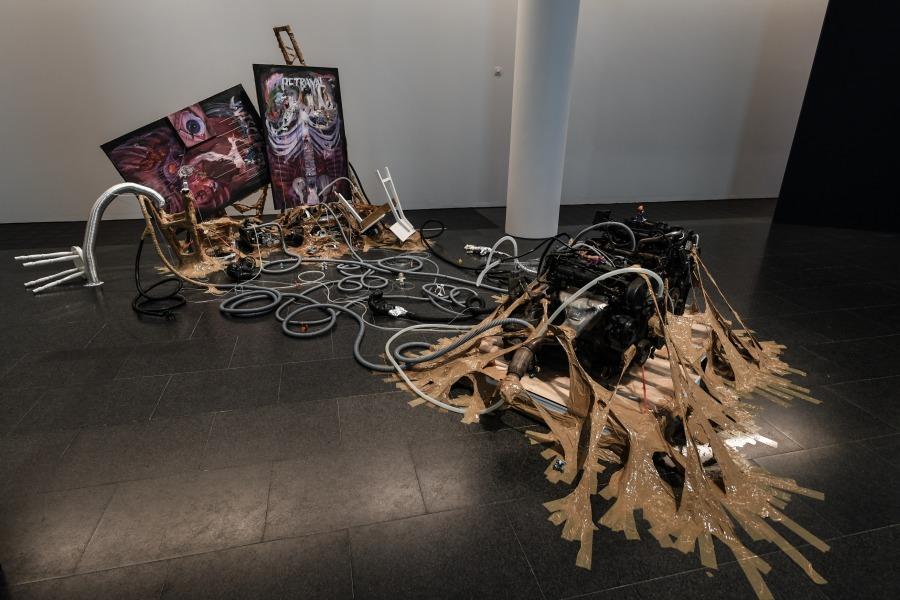 """Vista de la exposición """"Al descubierto o a escondidas. La presencia rebelde de un futuro íntimo"""", curada por Raqs Media Collective para el Museo de Arte Contemporáneo de Barcelona (MACBA), 2018-2019. Foto: Miquel Coll"""