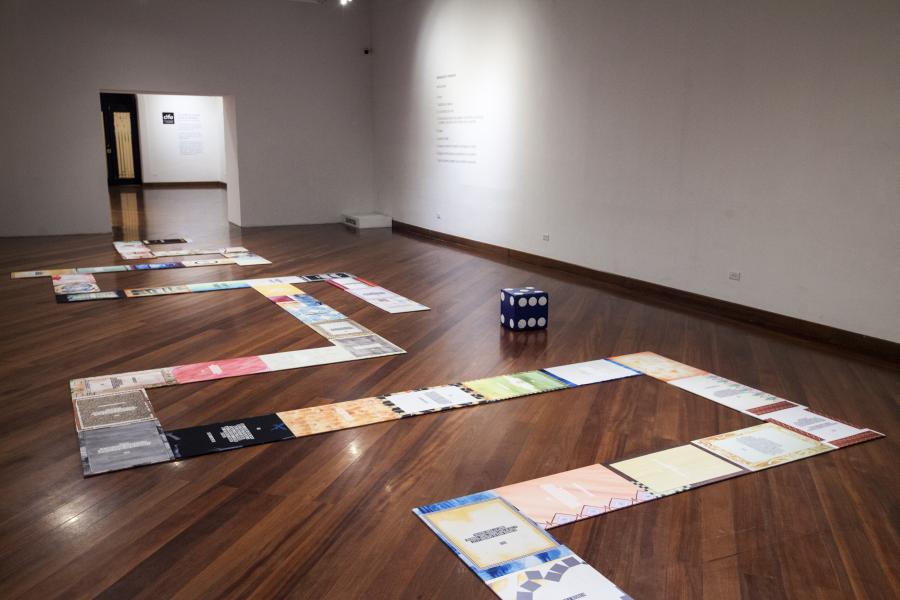 """Vista de la obra """"Alianzas de la Resistencia"""", de Gala Berger, en la muestra """"Inmersiones estratégicas"""", Programa de Becas y Comisiones de CIFO 2018, en el Centro Cultural Metropolitano de Quito (METQuito), Ecuador. Cortesía de la artista y CIFO."""