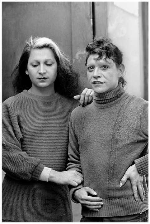 Paz Errázuriz, Leyla y Priscilla, 1984, tinta pigmentada libre de ácido sobre papel fotográfico Hahnemuhle, 50 x 37, 1/1 PA. Cortesía de la artista