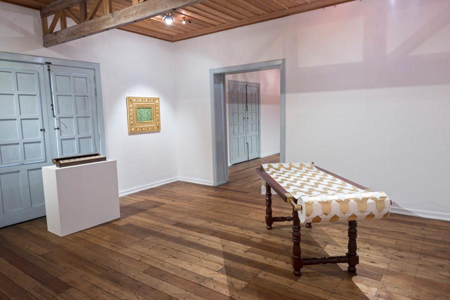 """Vista de la exposición """"Frágil genealogía"""", de María José Argenzio, en el Museo de los Metales, Cuenca, Ecuador, 2018. Cortesía de la artista"""