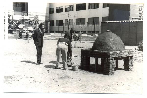 Víctor Grippo, Jorge Gamarra y A. Rossi, Horno popular para hacer pan, 1972