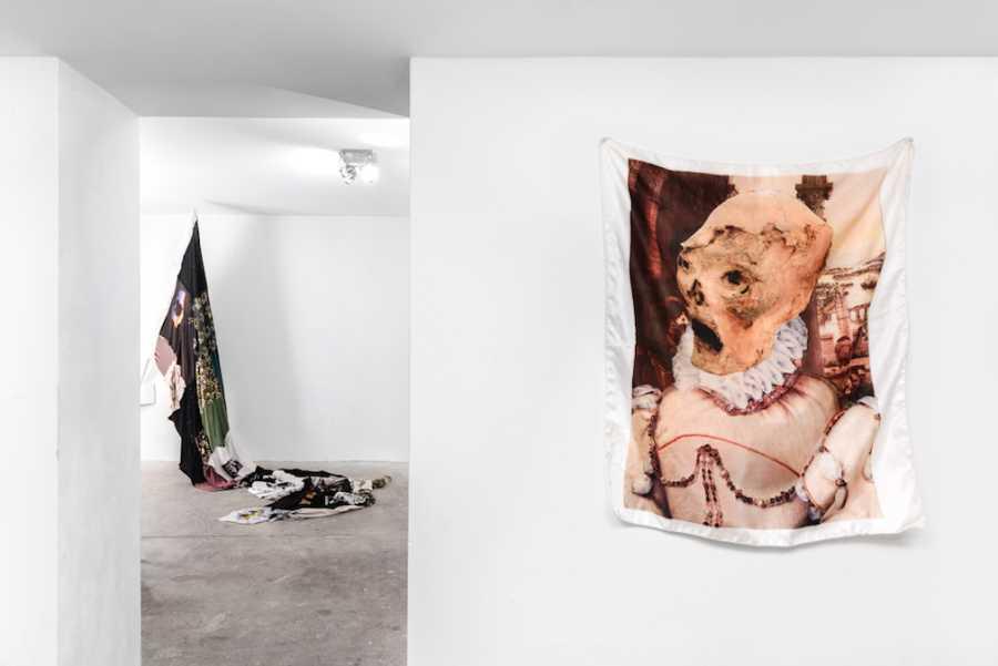 """Vista de la exposición """"Anexo Metropolitano"""", de José Caerlos """"Yisa"""", en Galería Mario Kreuzberg (GMK), Berlín, 2018. Cortesía del artista"""