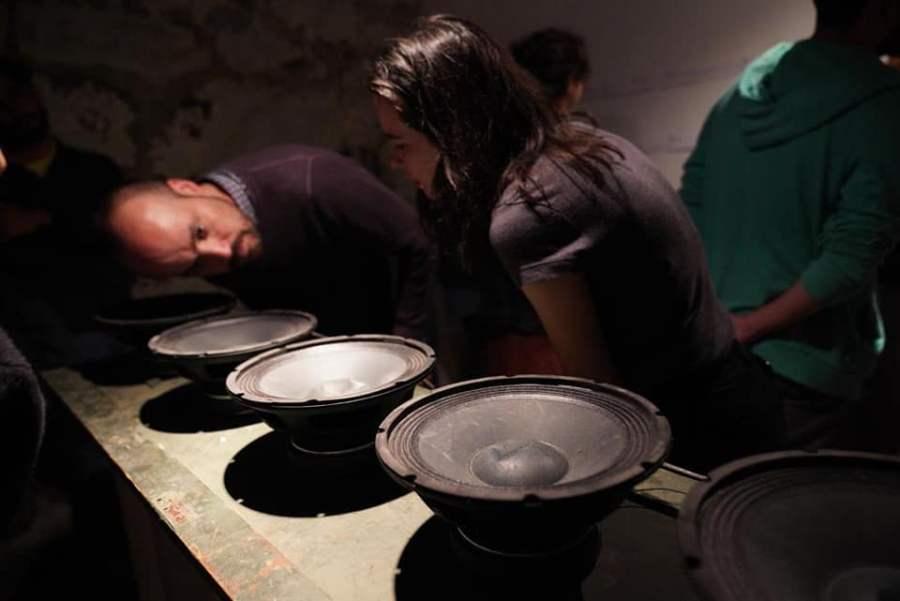 """Vista de """"Alteridades de lo invisible"""", muestra colectiva en CasaPlan, Valparaíso, Chile. Cortesía: Tsonami 2018"""