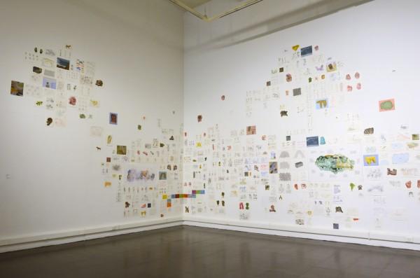 Alvaro Oyarzún,Colección Juan Yarur: Un relato personal. Vista de instalación en el MAC Parque Forestal, 2013. Foto: Chi-Hua Salinas Sung
