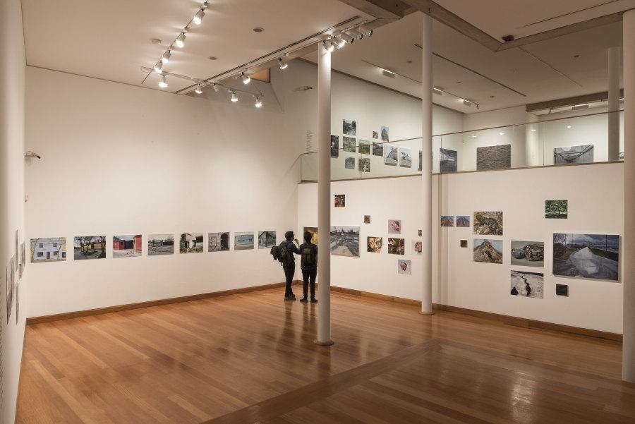 """Vista de la exposición """"El Autodidacta"""", de Álvaro Oyarzún, en el Museo de Artes Visuales (MAVI), 2018. Foto: Jorge Brantmayer. Cortesía: MAVI"""