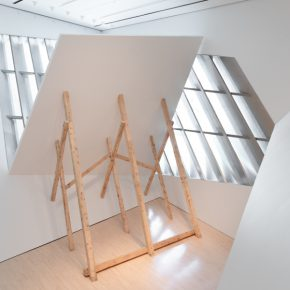 David Lamelas,(Untitled) Falling Wall, 1992/2018. Vista de la exposición Fiction of a Production, Broad Art Museum, Michigan State University, 2018. Foto: Eat Pomegranate Photography