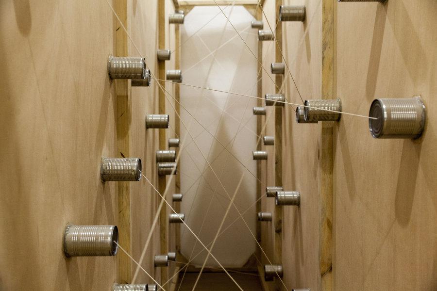 Amalia Pica (Becada 2011), Si estas paredes pudieran hablar (con puerta), 2011. instalación site-specific. Foto: Coco Laso. Cortesía: Cisneros Fontanals Art Foundation