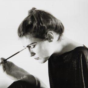 Lorenza Böttner y Johanes Koch, Sin título,1983, fotografía en blanco y negro. Cortesía:La Virreina Centre de la Imatge.