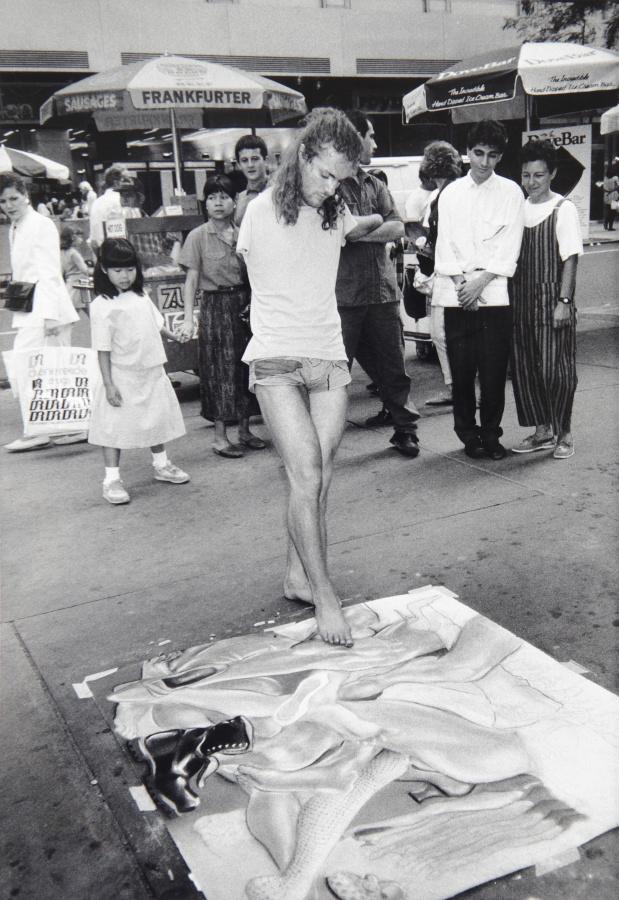 Lorenza Böttner, Sin título, 1982, fotografía en blanco y negro. Cortesía: La Virreina Centre de la Imatge