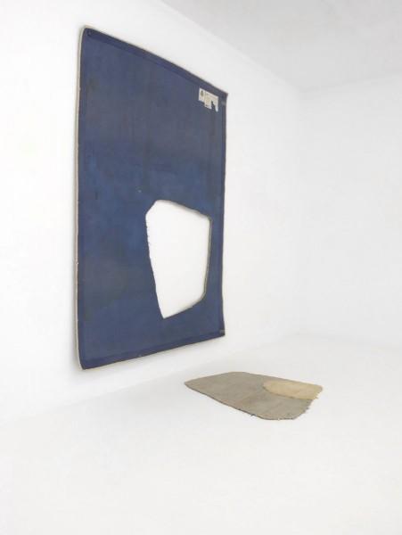 Alejandro Leonhardt, vista de la exposición Su aparente fragilidad sólo rehusaba la monotonía, 2014. Cortesía del artista y galería Louis 21