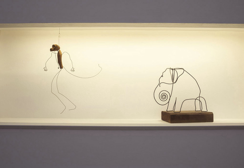 """Vista de la exposición """"Alexander Calder: Teatro de Encuentros"""", en Fundación PROA, Buenos Aires, 2018. Foto cortesía de PROA"""