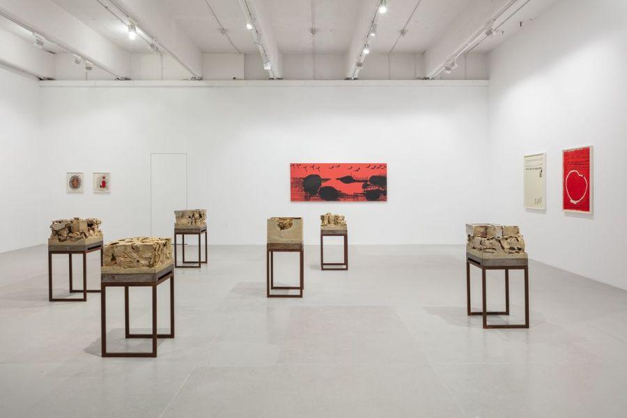 """Vista de la exposición """"Errância Poética (Poetic Wanderings)"""", de Anna Maria Maiolino, en Hauser & Wirth, Nueva York, 2018. Foto: Timothy Doyon. Cortesía de la galería"""