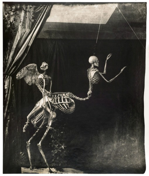 Joel-Peter Witkin, Cupid and Centaur in the Museum of Five Marseilles, 1992. Cortesía: Galería Baudoin Lebon