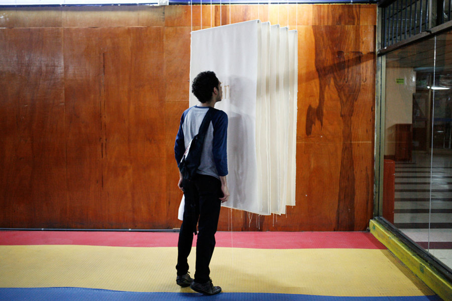 """Vista de la exposición """"Arquitectura y amistad"""", de Johanna Unzueta y Felipe Mujica, en Proyectos Ultravioleta, Ciudad de Guatemala, 2013. Foto cortesía de los artistas"""