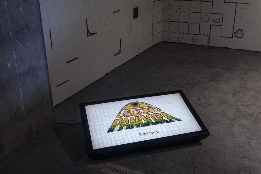 Sebastián Landa, Laberinto de Pandora, 2018, instalación, video (3:40 min) e impresión digital. Foto: Jorge Brantmayer