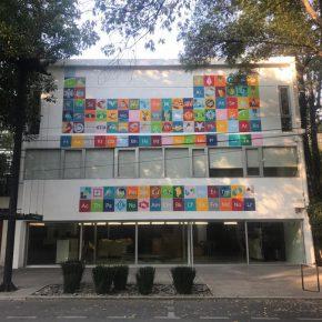 Alejandra Prieto, Los Alquimistas, 2018. Intervención en la fachada de la Sala de Arte Público Siqueiros, Ciudad de México. Cortesía: SAPS