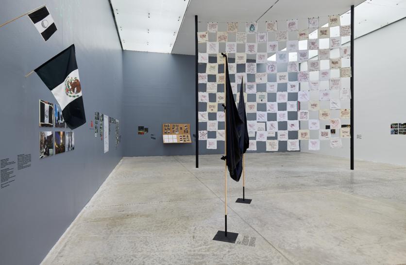 """Vista de la exposición """"No me cansaré"""", en el MUAC, Ciudad de México, 2018-2019. Foto: Oliver Santana. Cortesía: MUAC"""