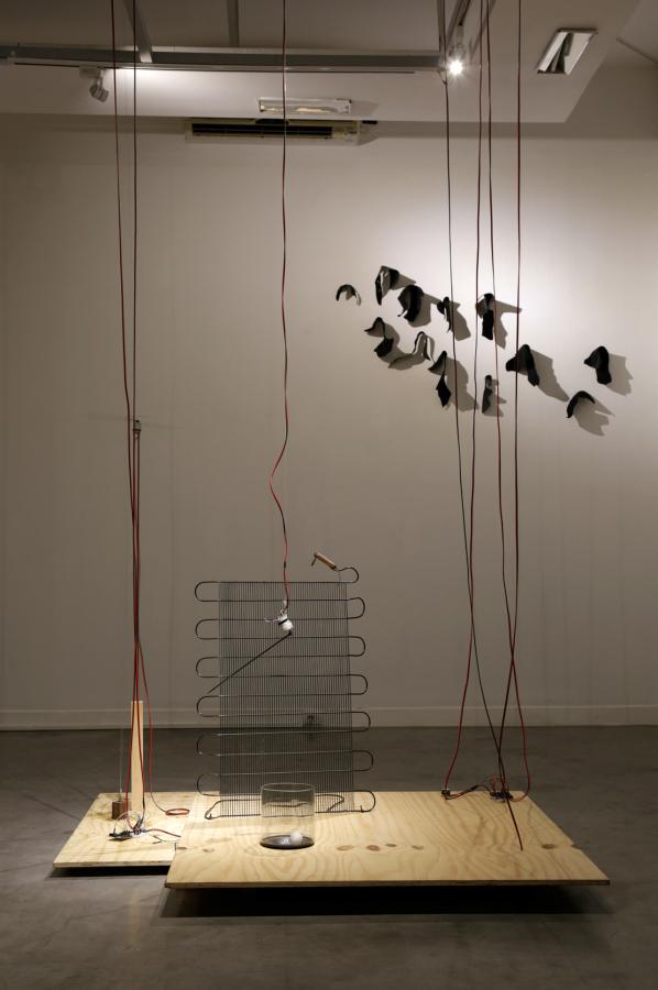 """Vista de la exposición """"Salirse de lo previsto"""", de Alvaro Icaza y Verónica Luyo, en la Sala Luis Miró Quesada Garland, Lima, 2018-2019. Foto: Francisco Carbajal"""
