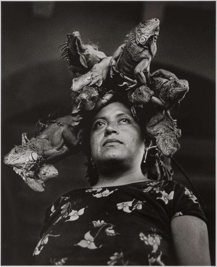 Graciela Iturbide, Nuestra Señora de las Iguanas, 1979, fotografía, gelatina de plata. Daniel Greenberg y Susan Steinhauser © Graciela Iturbide. Cortesía: Museum of Fine Arts, Boston