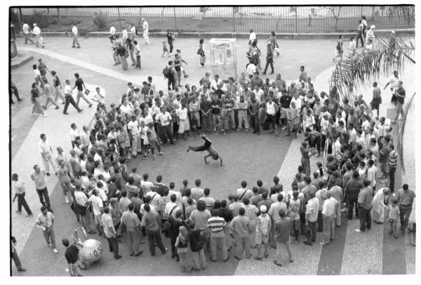 Lygia Pape,Espaços imantados (Magnetized Spaces), 1995/2011, fotografía en blanco y negro. Foto: Paula Pape© Projeto Lygia Pape and Museo Nacional Centro de Arte Reina Sofía