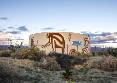 ARMANDO LERMA, VISIT US IN THE SHAPE OF CLOUDS, 2019. Desert X, Valle de Coachella, Sur de California, EEUU, 2019. Foto: Lance Gerber