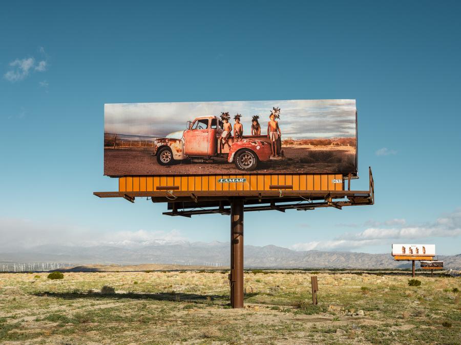 CARA ROMERO, JACKRABBIT, COTTONTAIL & SPIRITS OF THE DESERT, 2019. Desert X, Valle de Coachella, Sur de California, EEUU, 2019. Foto: Lance Gerber