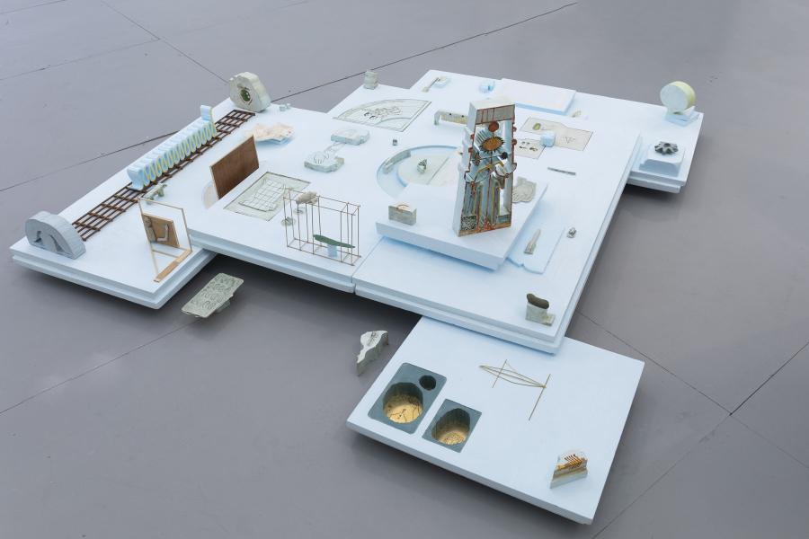 Arturo Kameya, Passage plan, 2018, espuma sintética, acuarela, madera, yeso y epoxi, dimensiones variables. Cortesía: Ginsberg Galería, Lima
