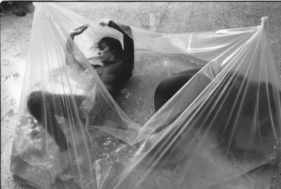 Yani y Nan, Integraciones en agua, 1981, fotografía, 34 x 50 cm. Cortesía: Henrique Faria Fine Art