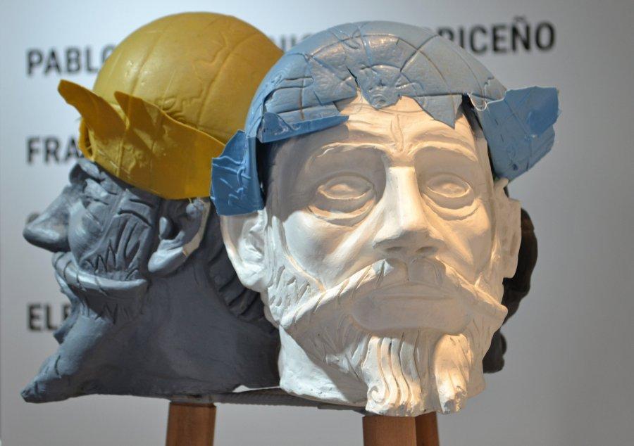 Eleodoro Calderón, Las caras de Pedro de Valdivia, 2019, yeso y arcilla. Cortesía: OMA Art Gallery, Santiago