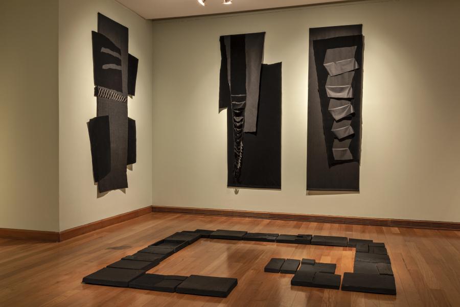 """Obra de Paula Zegers en """"Los Dominios Perdidos"""", Museo de Artes Visuales (MAVI), Santiago de Chile, 2019. Foto: Jorge Brantmayer"""