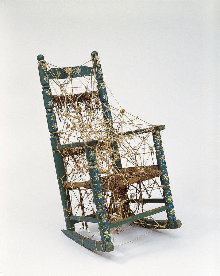 "Alí González, ""Sin título"" (2000). Estructura ensamblada en madera con mecatillo. 124 x 59 x 60 cm. Fundación Museo Reina Sofía. Donación de Patricia Phelps de Cisneros en honor a Ileen Kohn."