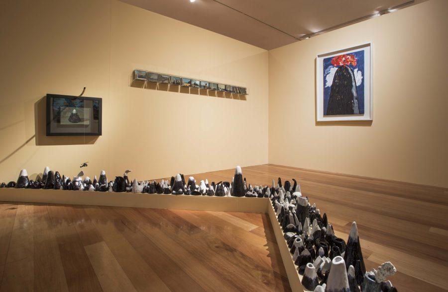"""Obra de Jorge """"Coco"""" González en """"Los Dominios Perdidos"""", Museo de Artes Visuales (MAVI), Santiago de Chile, 2019. Foto: Luis Navarro"""