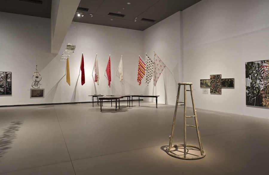 """Vista de la exposición """"Oroi. Queda mucho pasado por delante"""", en Artium, Vitoria-Gasteiz, 2019. Cortesía: Artium"""