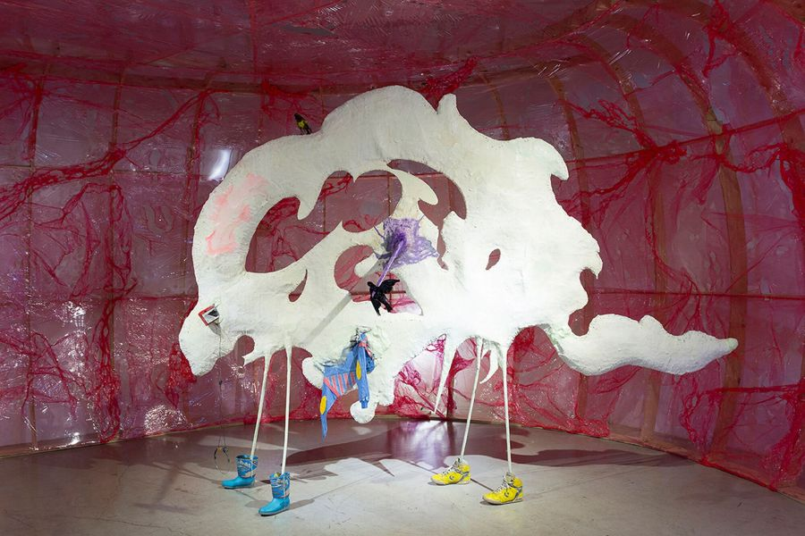 Nicanor Aráoz, Sin título, 2010, instalación con medios mixtos, 250 x 320 x 150 cm. Cortesía: Barro, Buenos Aires