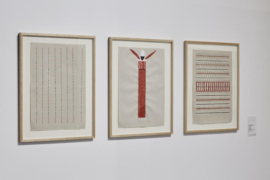 """Obras de Sheroanawe Hakihiiwe. Vista de la exposición """"Amazonías"""", en Matadero Madrid, 2019. Cortesía: Matadero Madrid"""