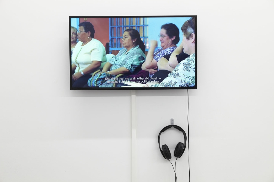 "Francisca Aninat, Index, 2011, video, 10'. Vista de la muestra ""Rivers flow out of my eyes"", en tegenboschvanvreden, Amsterdam, 2019. Cortesía de la galería"