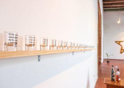 Karlo Andrei Ibarra, Drowned utopías (detalle), 2017-2019, vasos de shots con textos impresos. Foto cortesía de Elisa Bergel Melo & Yiyo Tirado