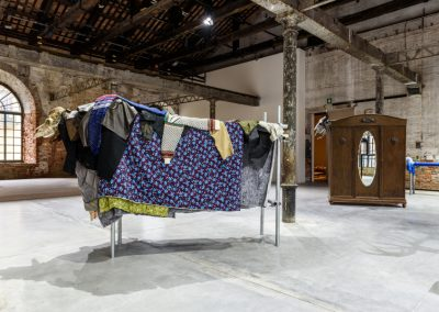 Jimmie Durham, varias obras fechadas 2017. 58° Bienal de Venecia (2019) [Arsenale]. Foto: Andrea Avezzù. Cortesía: La Biennale di Venezia