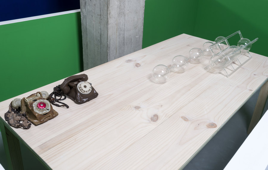 """Vista de la exposición """"Representing the Work"""", de Matt Mullican, en NC-arte, Bogotá, 2019. Foto cortesía de NC-arte"""