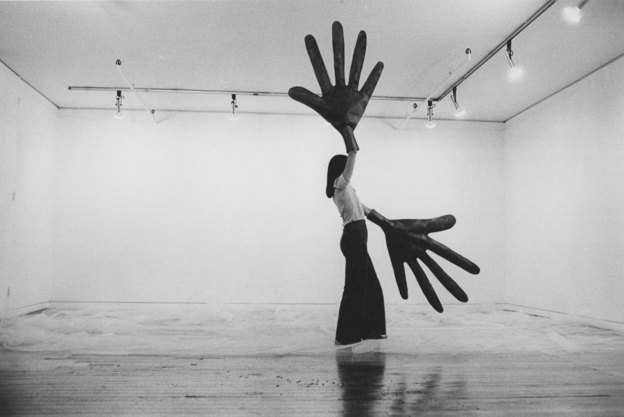 Green Hands, de Sylvia Palacios Whitman. Sonnabend Gallery, Nueva York, 1977. Foto: Babette Mangolte