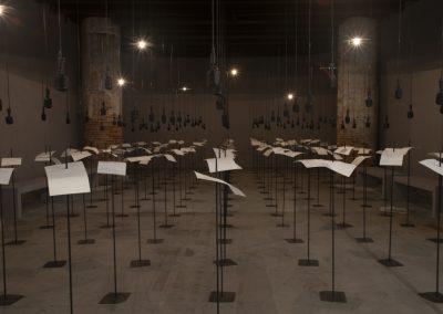 Shilpa Gupta, For, In Your Tongue I Cannot Fit, 2017-2018. 58° Bienal de Venecia (2019) [Arsenale]. Foto: Italo Rondinella. Cortesía: La Biennale di Venezia